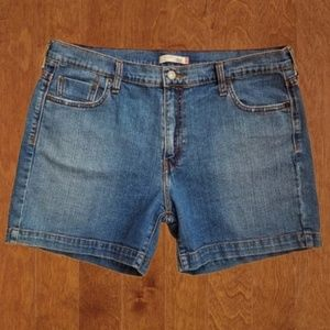 Levi's 515 Medium Wash Denim Jean Shorts Size 16